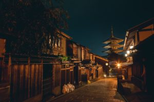 多くの人々は、既に長い期間、 日本を代表する観光地や、様々な地域で 外国人の行為と向き合い、時に損害を被り、 心が疲弊してしまっています。